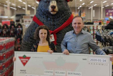 Canadian Tire remet 4125$ au Centre Roland-Bertrand